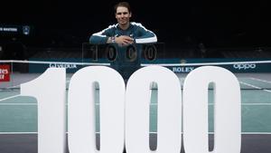Nadal celebra su triunfo 1.000 tras batir a Feli López en París.