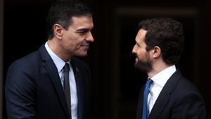 Pedro Sánchez, presidente del Gobierno, y Pablo Casado, líder del PP.