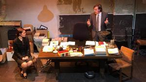 Francesca Vadell y Ramon Bonvehí, en el despacho donde se desarrolla toda la obra.