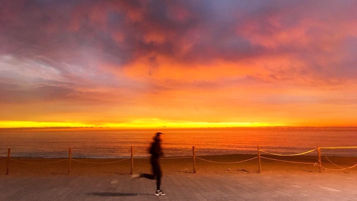Salida del sol desde la Barceloneta.