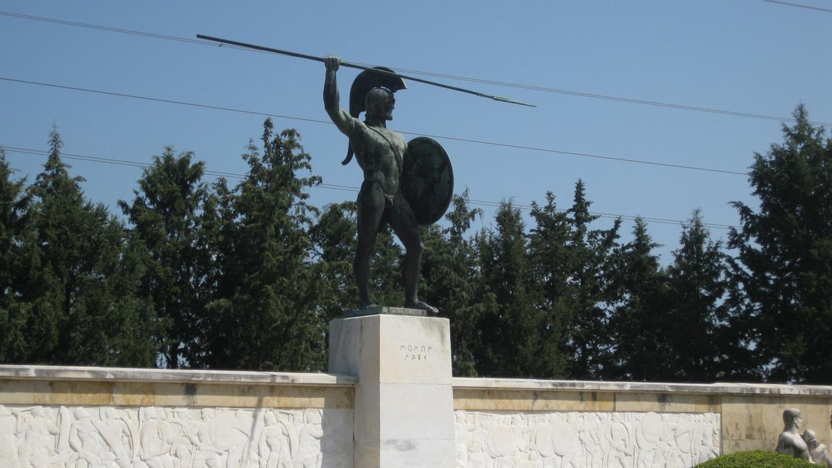 Monumento en memoria de Léonidas obra de Vasos Falieras.