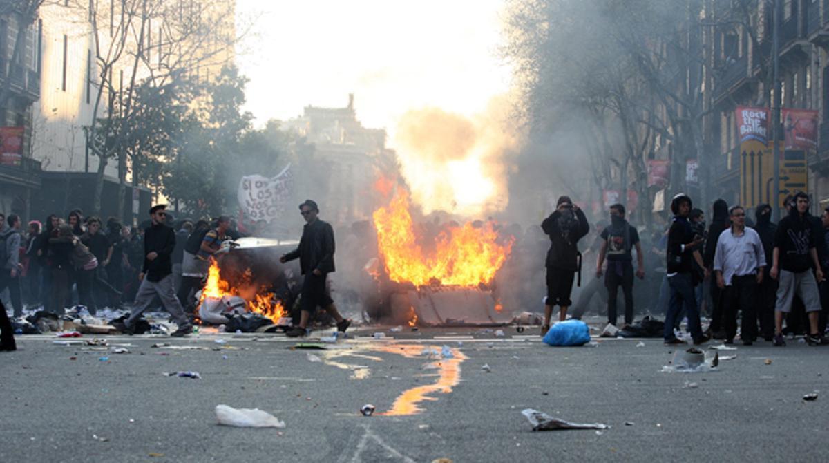 Resumen de los incidentes más relevantes durante la jornada de huelga general en Barcelona.