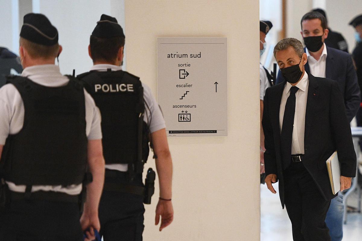 Sarkozy llega al juzgado para declarar.