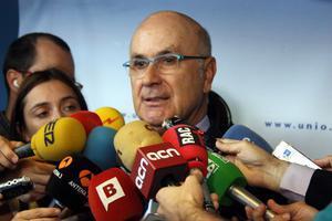 Duran Lleida atiende a los medios de comunicación.