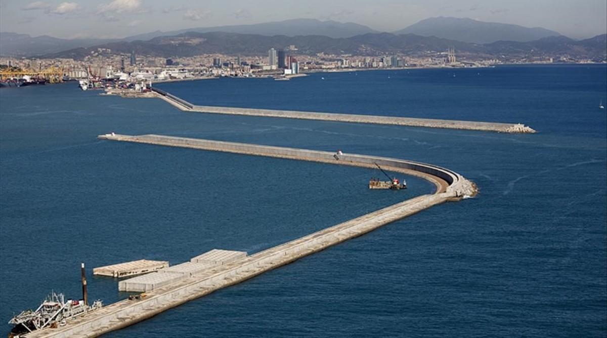 Vista panorámica del dique Est del Puerto de Barcelona.