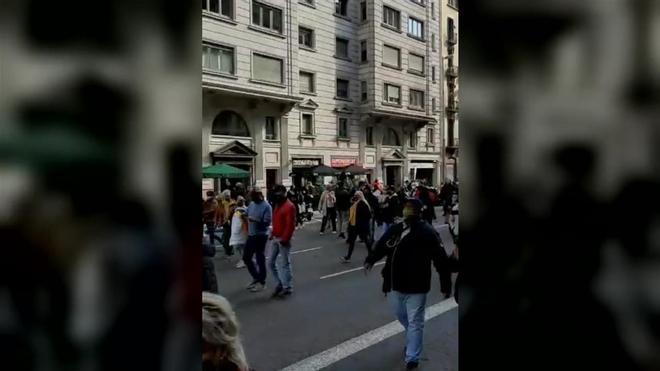 Manifestación contra Colau por las calles del centro de Barcelona