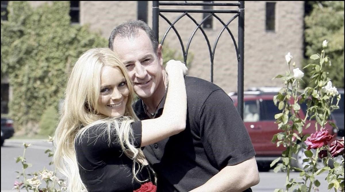 El padre de Lindsay Lohan amenaza al novio de su hija.