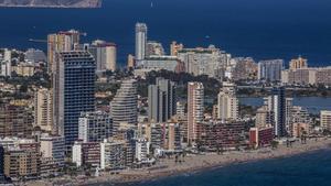 Edificios de apartamentos y hoteles, en la costa alicantina.