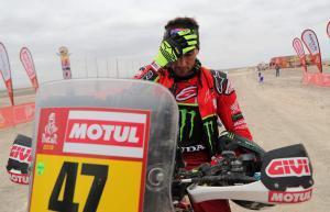 PR01. ICA (PERÚ), 13/01/2019.- El argentino Kevin Benavides llega al punto de control de tiempos hoy, tras culminar la octava etapa del Rally Dakar 2019, entre San Juan de Marcona y Pisco (Perú) . EFE/Ernesto Arias