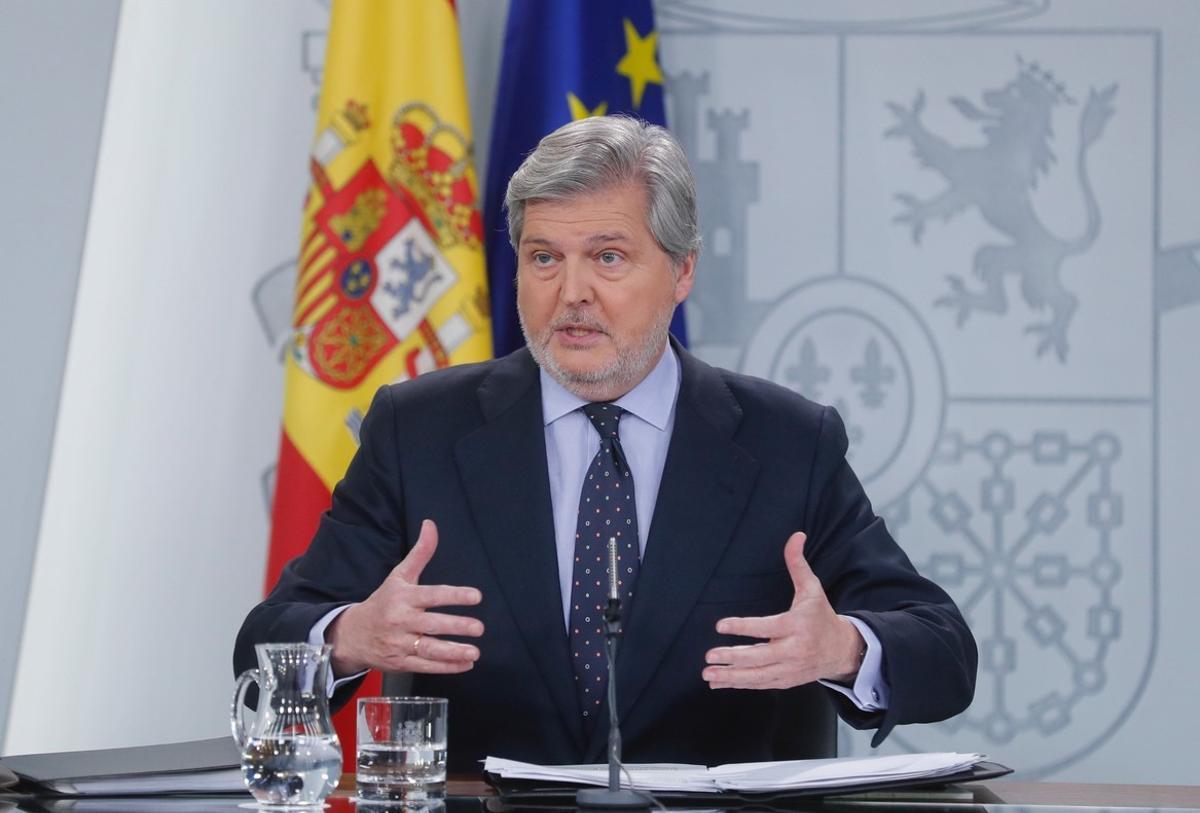 El portavoz del Gobierno y ministro de Educación Cultura y Deporte Íñigo Méndez de Vigo a su llegada a la rueda de prensa. /Angel Diaz (EFE)
