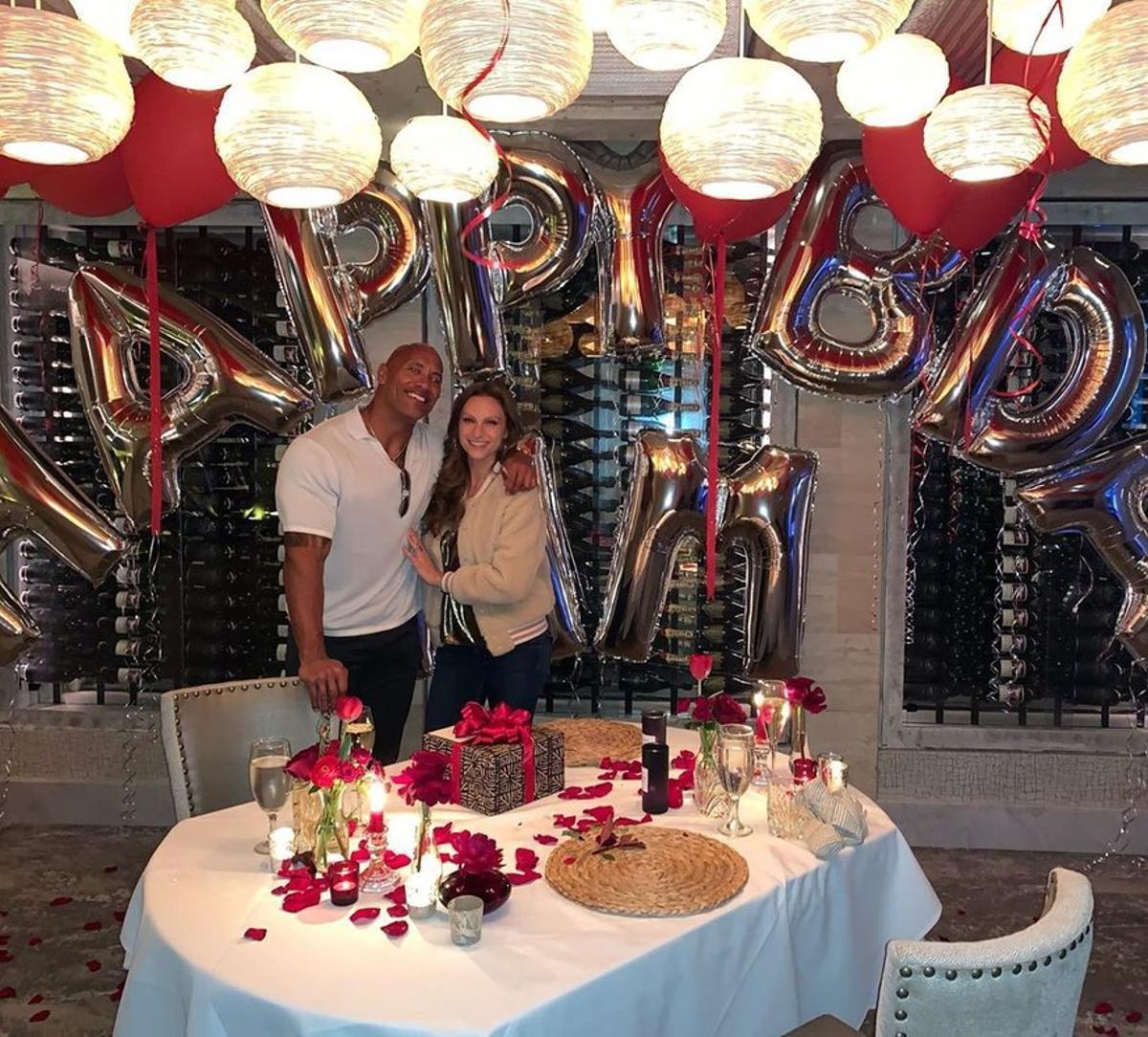 Dawney 'La Roca' Johnson, con su mujer, Lauren Hashian.
