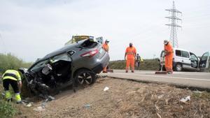 Accidente de tráfico en la A-132 entre Huesca y Ayerbe, cerca de Esquedas, este lunes, en el que ha habido un fallecido y dos heridos.
