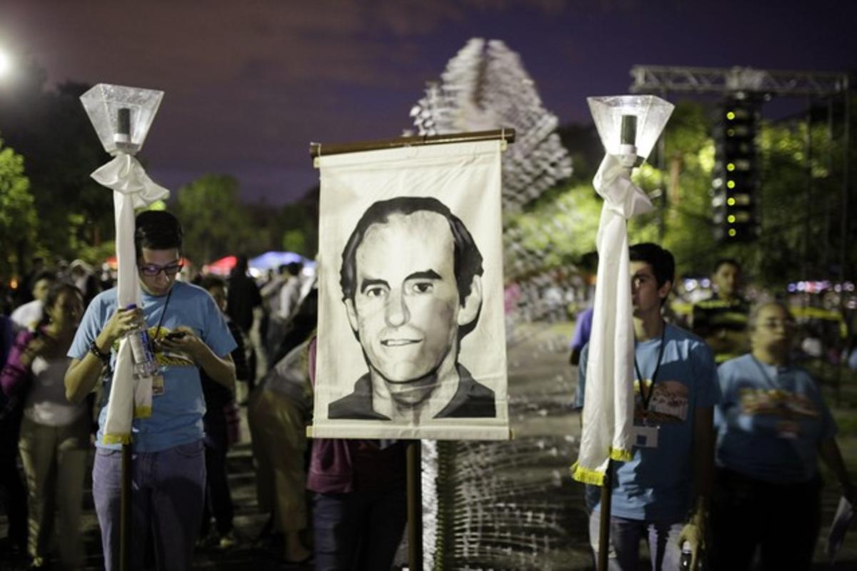 Concentración en memoria de Ignacio Ellacuría en la Universidad Centroamericana de El Salvador, en el 2014