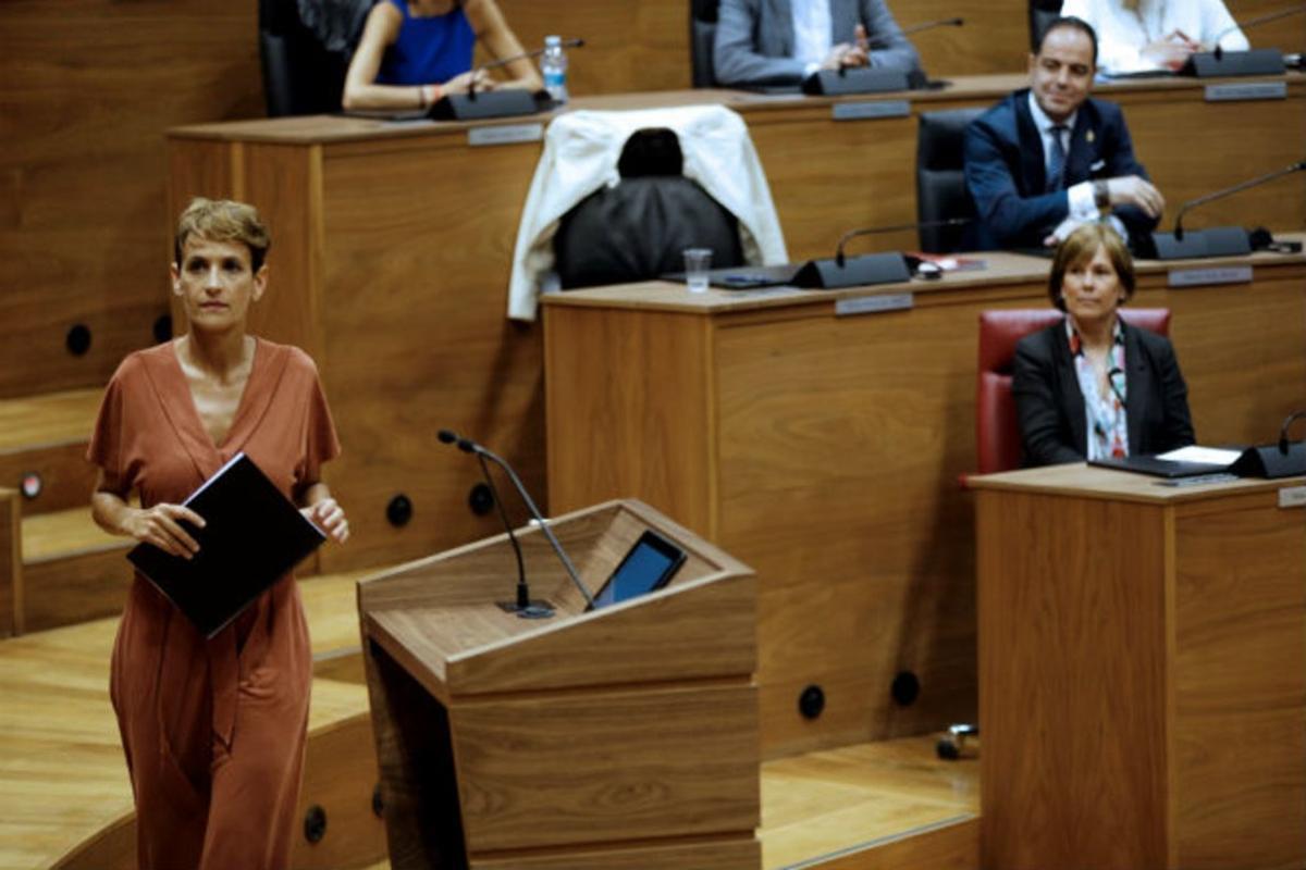 María Chivite, durante su pleno de investidura en el parlamento navarro.