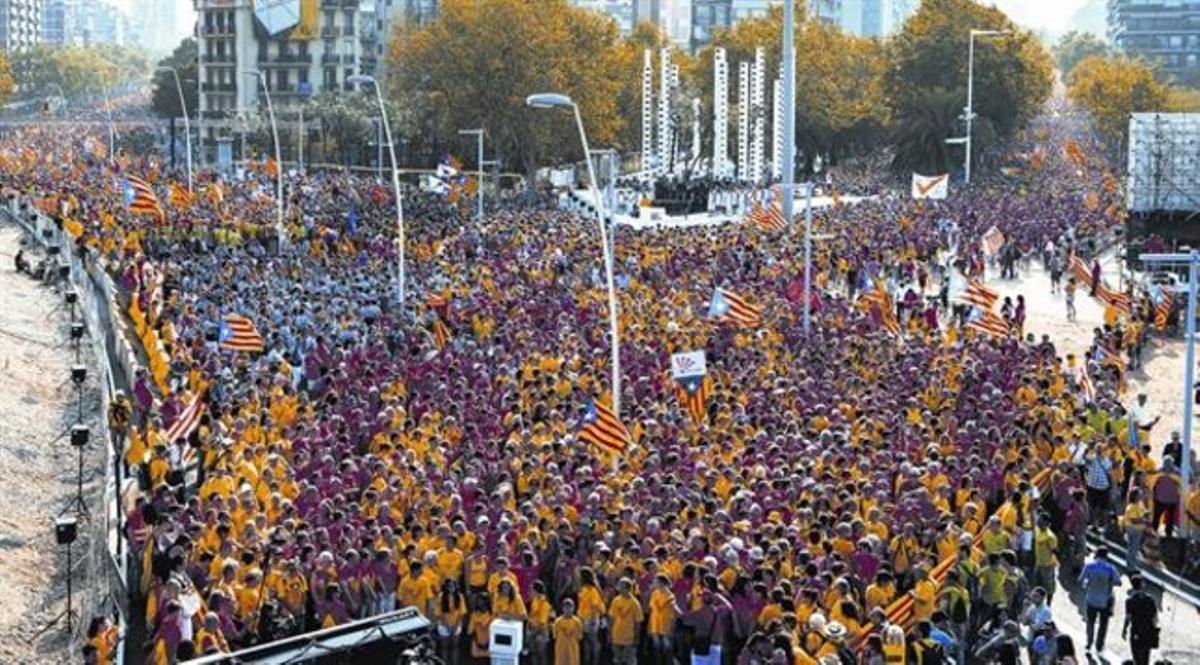 Una vista de la manifestación desde el vértice de la 'V', en la plaza de las Glòries.