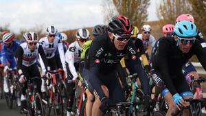 Froome, en el centro, en plena acción en esta Vuelta.