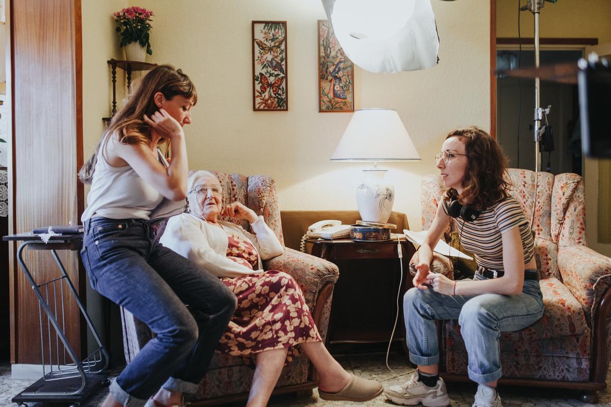 Marina, Rosó y Carol durante el rodaje de 'La vella lluita'.