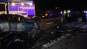 Imagen de los vehículos siniestrados tras el accidente.