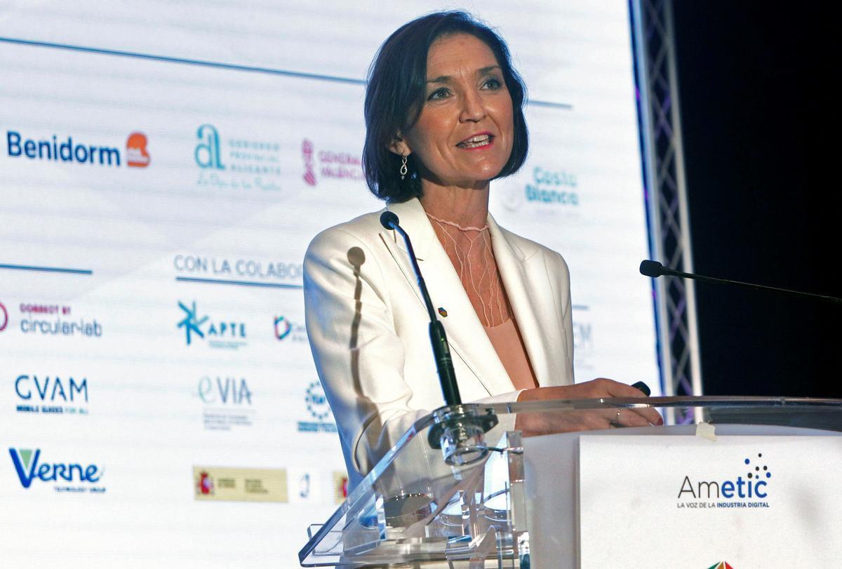 La ministra de Industria, Comercio y Turismo, Reyes Maroto, en la clausura de la IV Edición del Congreso Digital Tourism 2021, en el Ayuntamiento de Benidorm (Alicante), este 4 de junio.