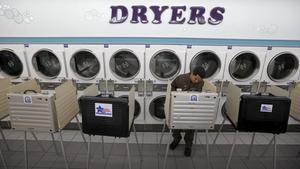Votación en una lavandería de Chicago.