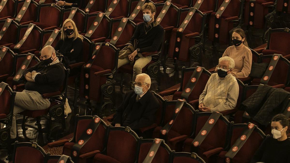El Teatro del Liceu alzó la voz por la cultura  y en contra del límite de 500 personas fijado en noviembre para los espectáculos, una norma que el Procicat cambió semanas después permitiendo alcanzar las 1000 localidades.