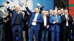Matteo Salvini, rodeado de los líderes de la ultraderecha europea como la francesa Marine Le Pen o el holandés Gert Wilders.