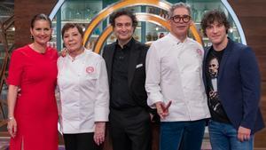 El jurado de 'Masterchef' junto a Celia Villalobos y Boris Izaguirre.