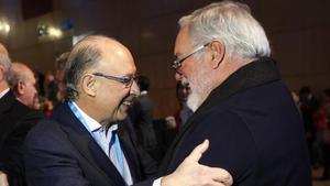 Cristóbal Montoro y Miguel Arias Cañete, durante una convención del PP, en enero del 2015.