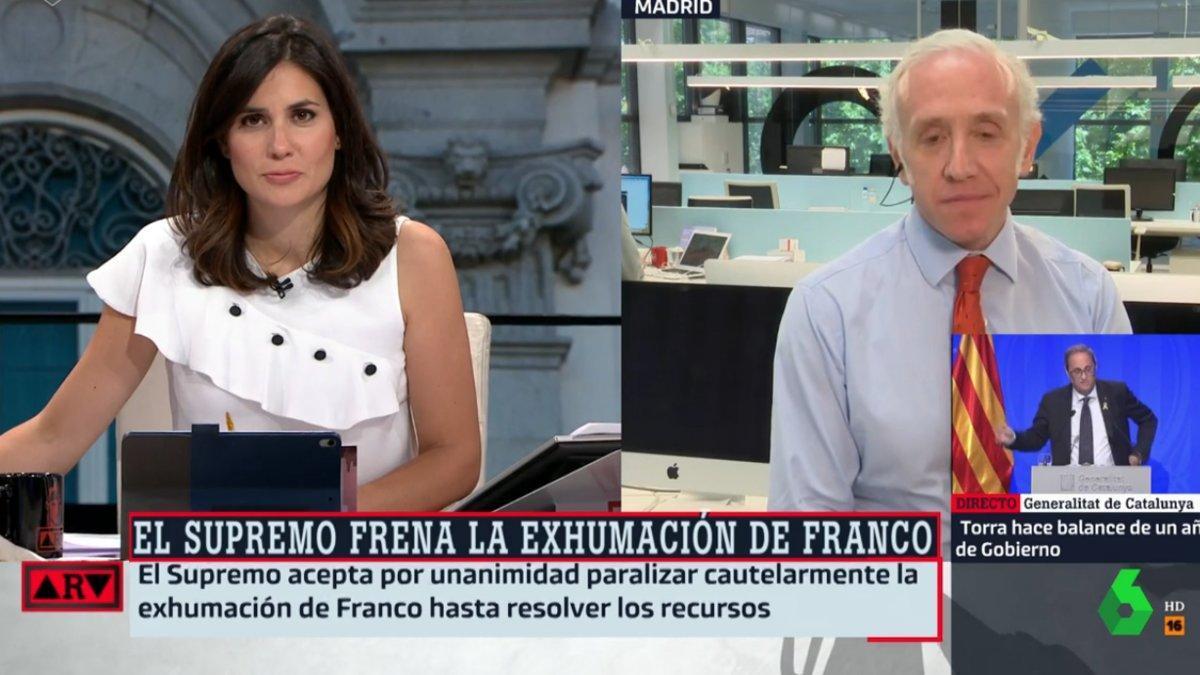 Cachondeo en la red al ver a Eduardo Inda con una bandera catalana como corbata en 'Al rojo vivo'