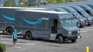 Amazon admet que els seus conductors orinen en ampolles a causa del trànsit