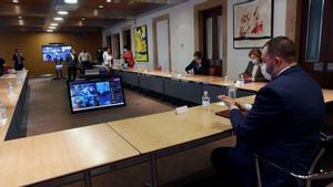 Asturias solicitará al Gobierno un confinamiento domiciliario de 15 días para evitar la movilidad. En la foto, reunión de seguimiento de la pandemia en Asturias.