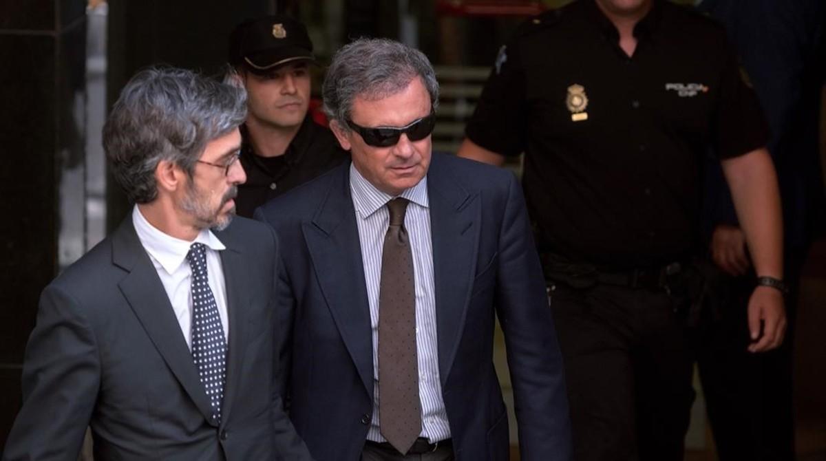 Jordi Pujol Ferrusola (derecha), con su abogado, Cristobal Martell, en septiembre del 2014.