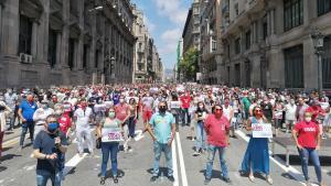 Concentración convocada por CCOO y UGT en Barcelona, para reclamar una salida social a la crisis de la covid.