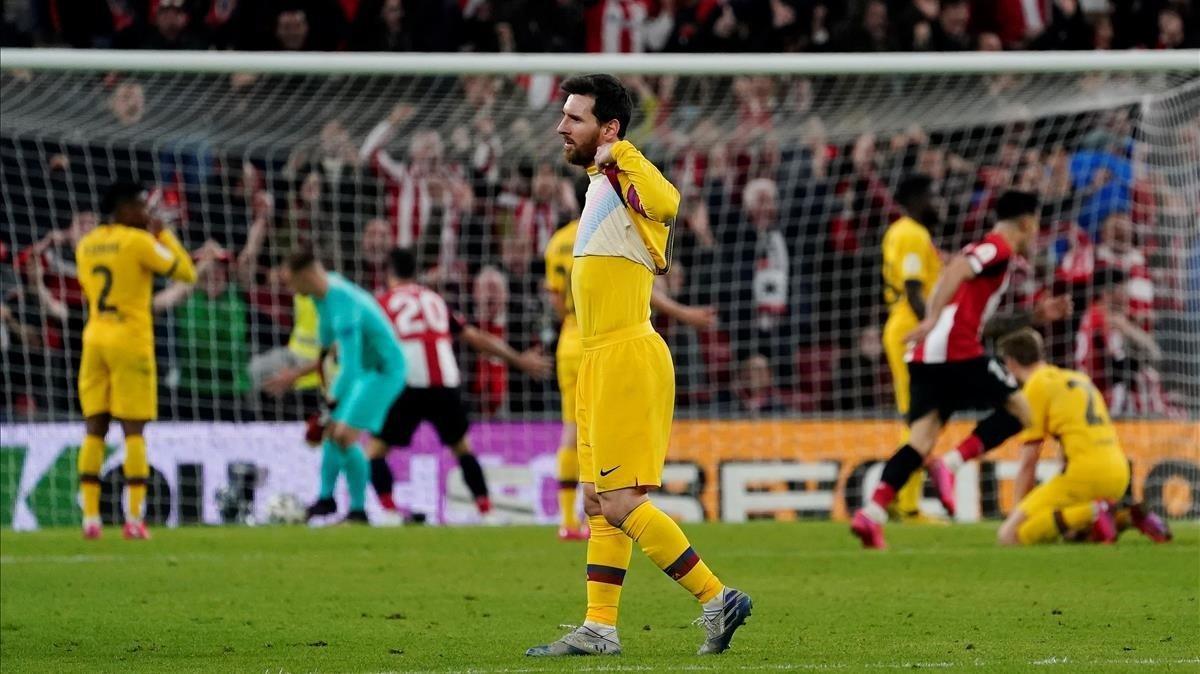 Messi se lamenta del gol de Williams en el descuento.