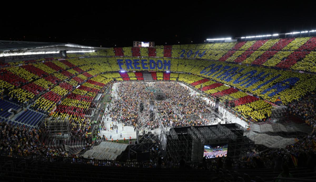 El 'Concert per la Llibertat' desató el clamor independentista en torno a un largo desfile artístico.