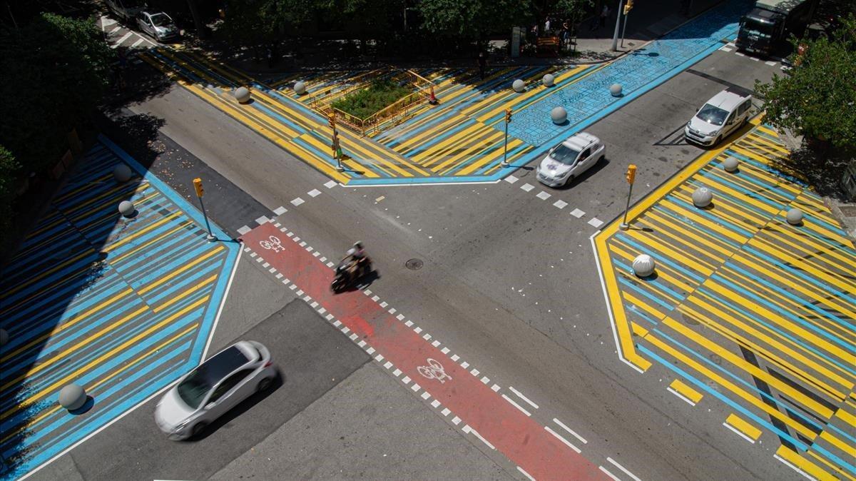 El cruce entre las calles de Consell de Cent y Rocafort, dos vías intervenidas con actuaciones tácticas.
