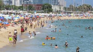 La playa el Bogatell, que ha perdido el 53% de su arena desde el 2009, a princioios dejulio.