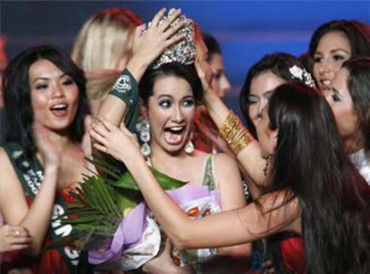 Una Filipina Se Corona Miss Tierra Con Obama Como Protagonista