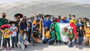 Aficionados del conjunto mexicano del Tigres, a su llegada a Qatar para animar a su equipo en el Mundial de Clubs.