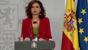 Montero descarta una bajada o subida masiva de impuestos.