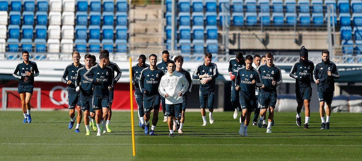 Imagen del entrenamiento de este lunes con los jugadores del Madrid, y sin que aparezca Lopetegui, distribuida por el conjunto blanco.