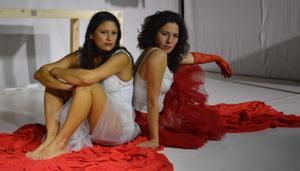 Carolina Torres (izquierda) y Maribell Arango comparten el papel protagonista.