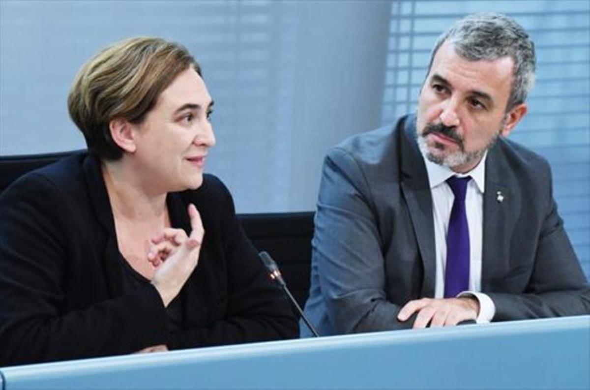 Ada Colau y Jaume Collboni anuncian su acuerdo, ayer, en el Ayuntamiento de Barcelona.