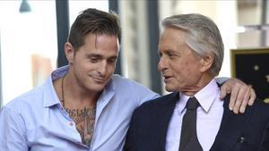 Cameron y su padre, Michael Douglas, en noviembre del año pasado.