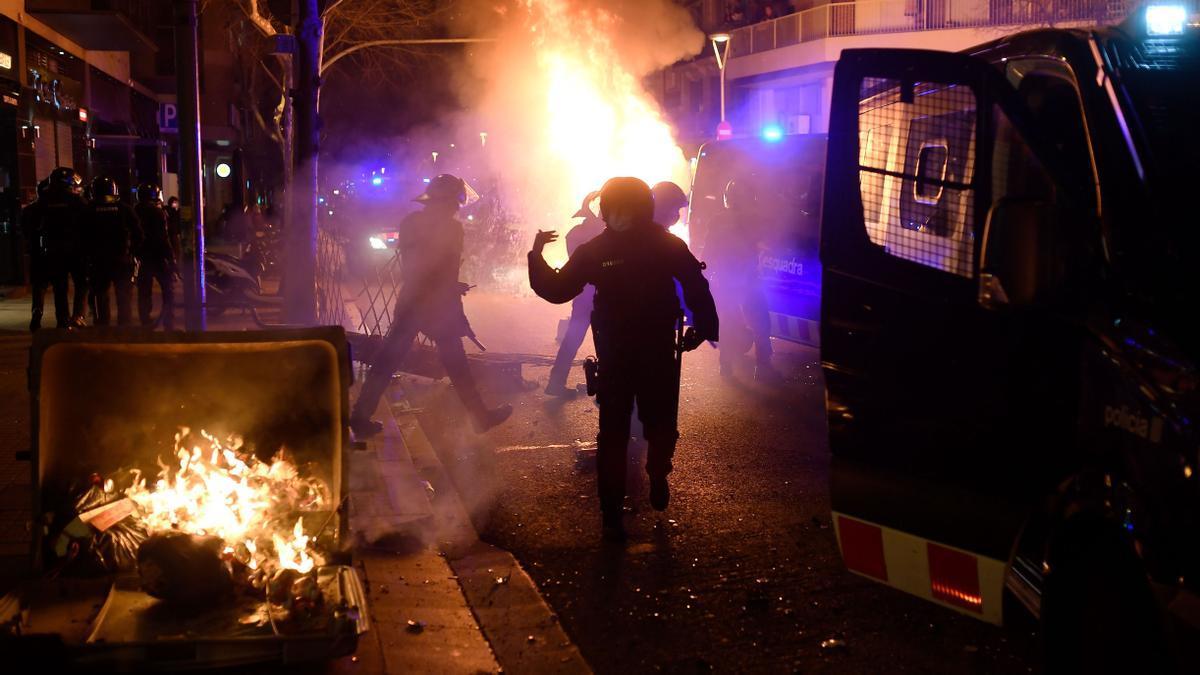 Incidentes en la manifestación en Barcelona contra la orden de ingreso en prisión del rapero Pablo Hasél.