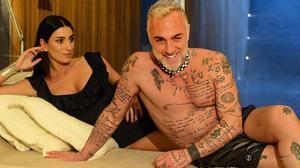 Gianluca Vacchi y su esposa.
