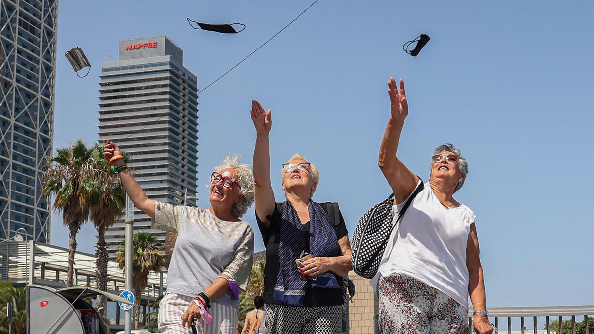 La mascareta a l'aire lliure deixarà de ser obligatòria a Espanya el 26 de juny