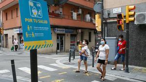 Señal que recuerda las recomendaciones contra el coviden L'Hospitalet de Llobregat, uno de los focos de nuevos contagios, el pasado 12 de julio.