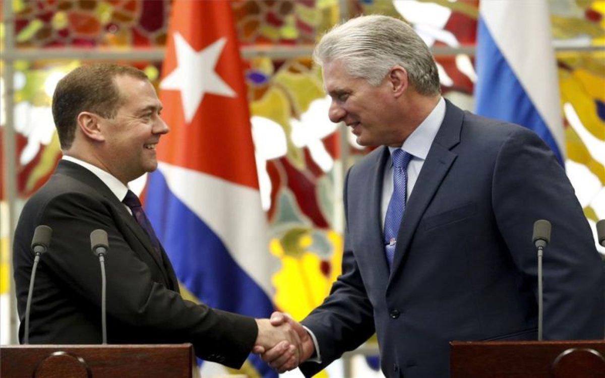 El primer ministro de Rusia, Dmitri Medvédev, y elpresidente de Cuba, Miguel Díaz-Canel.