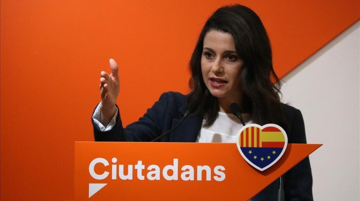 La líder de Ciutadans, Inés Arrimadas,durante una rueda de prensa en la sede de su partido.